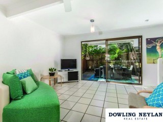 View profile: Only metres to Gympie Terrace and Noosa River.