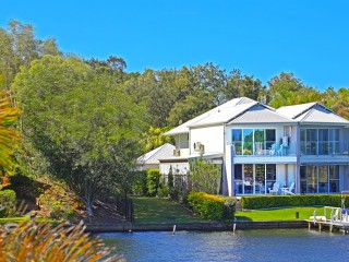 View profile: PRIVATE WATERFRONT POSITION - LIVE ON ONE LEVEL