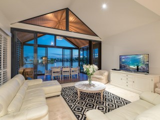 View profile: ELEGANT WATERFRONT RESIDENCE
